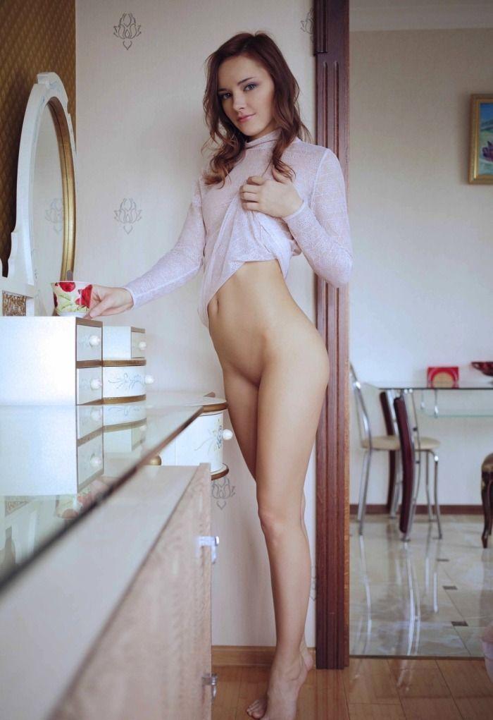 Novinhas sem calcinha mostrando as bucetinhas