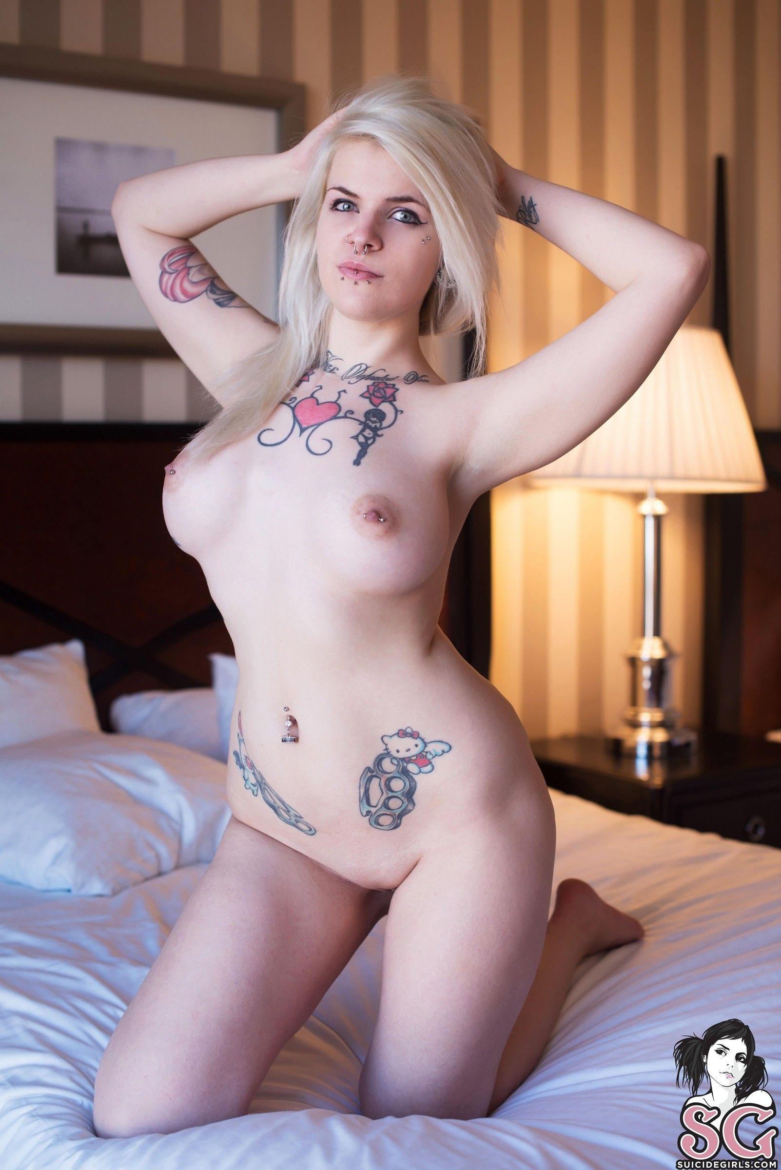 loira tatuada curte um punk rock pelada 1df93365feb4ec6f67897b5c459fd9c1 - Loira tatuada curte um punk rock pelada