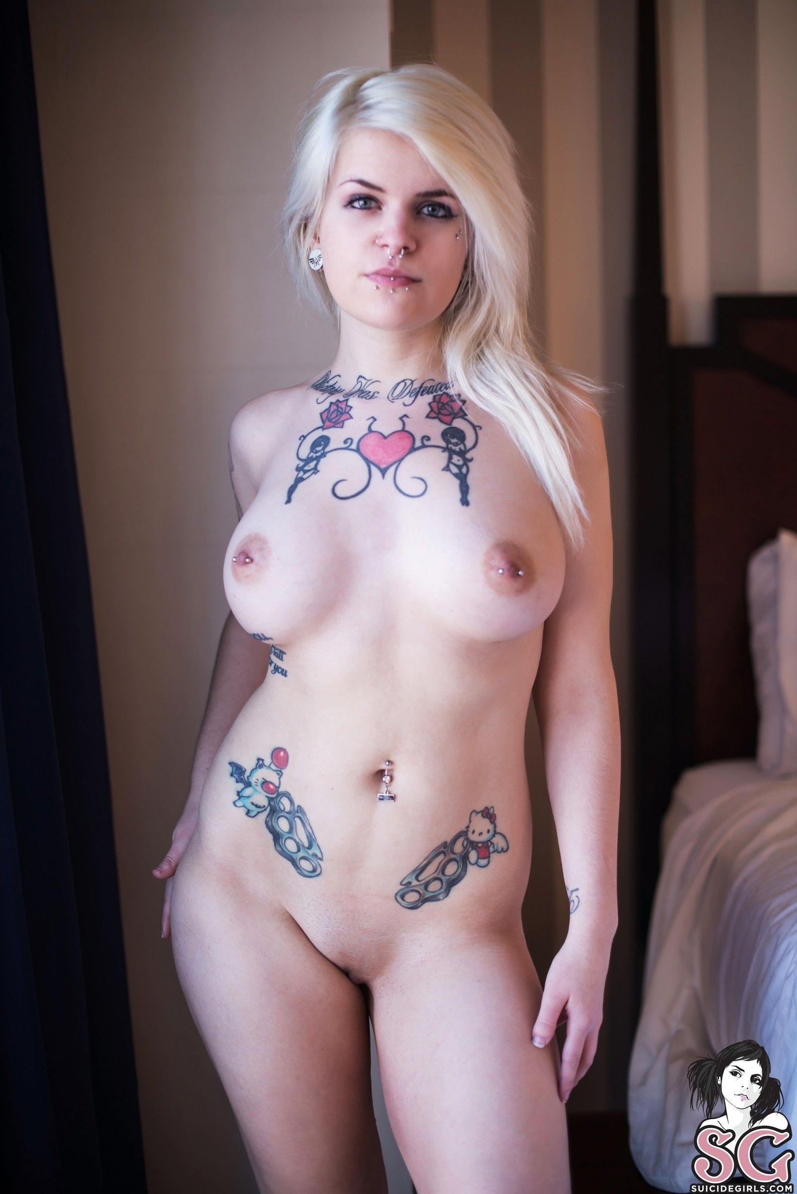loira tatuada curte um punk rock pelada 423796226bf10a2675116b9938e6f4c3 - Loira tatuada curte um punk rock pelada