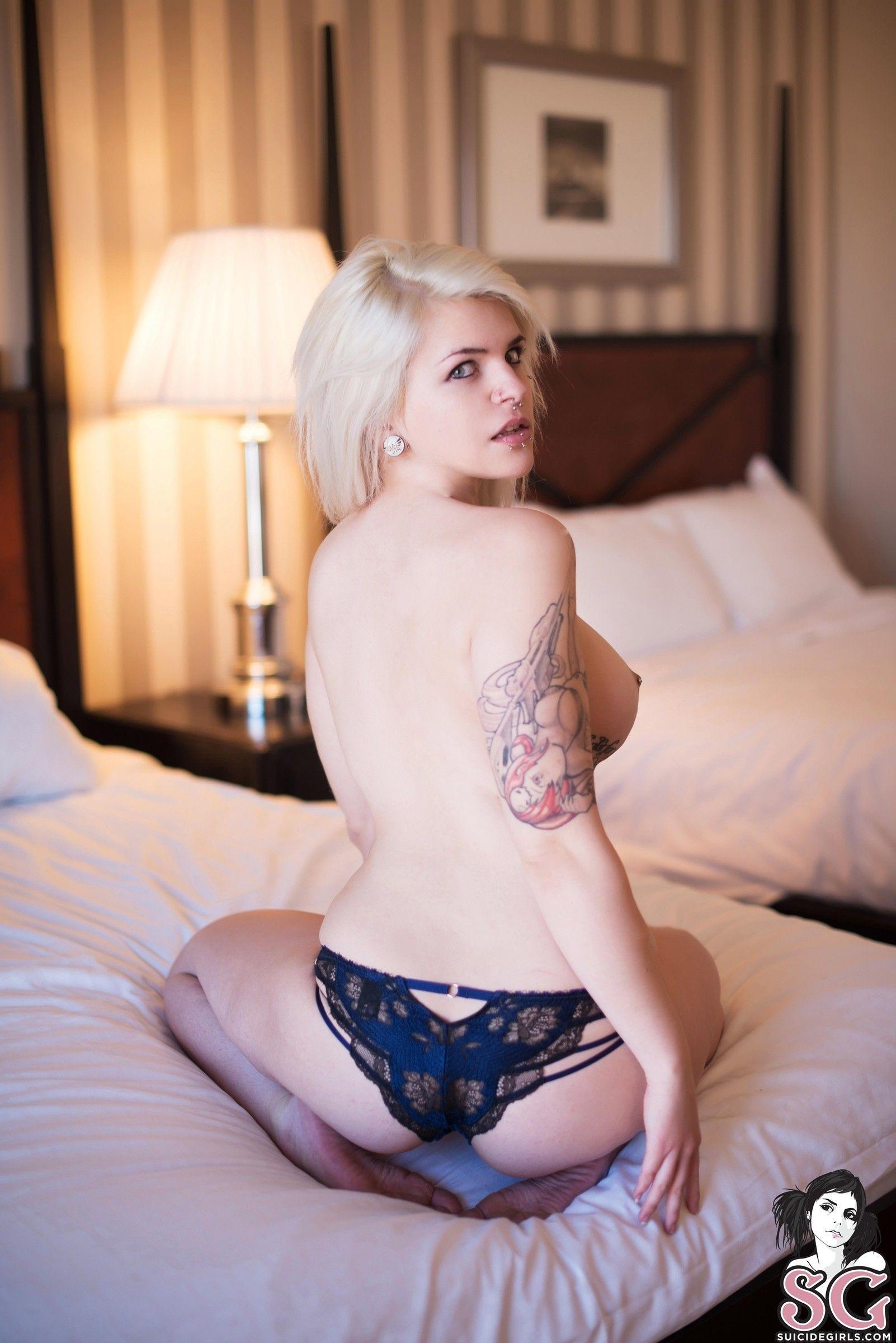 loira tatuada curte um punk rock pelada 49bb103cb87ff20f30c3283c0ca8c095 - Loira tatuada curte um punk rock pelada