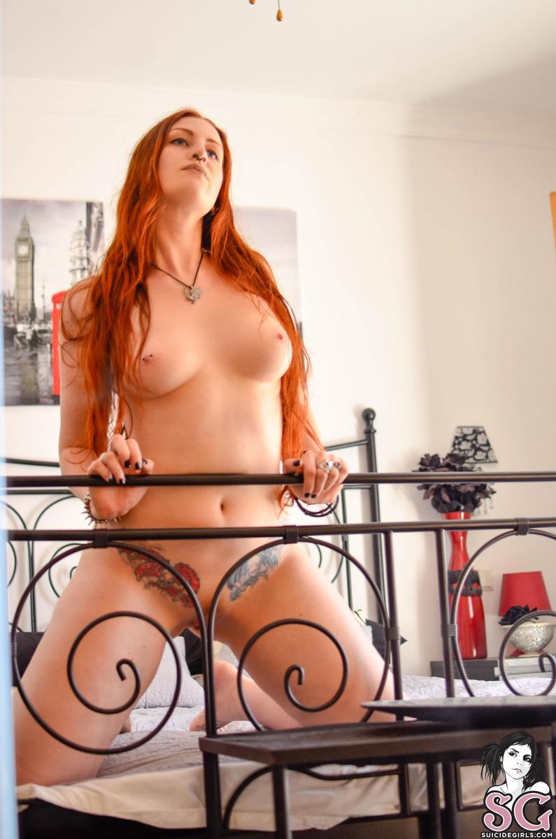 ruiva punk tira onda pelada em fotos sensuais 98e2bad6fbfeb357600ceaac35747591 - Ruiva punk tira onda pelada em fotos sensuais