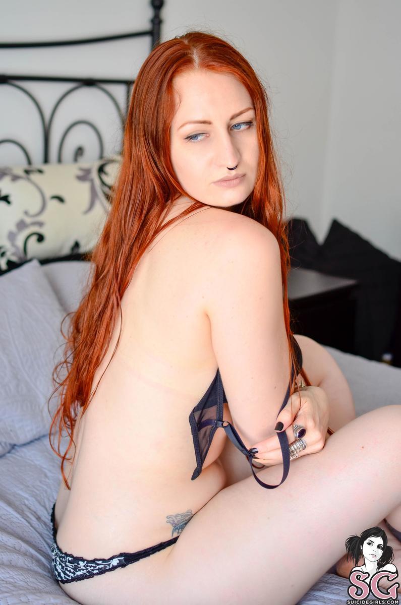 ruiva punk tira onda pelada em fotos sensuais a7deeb60355ee72da941443036256000 - Ruiva punk tira onda pelada em fotos sensuais