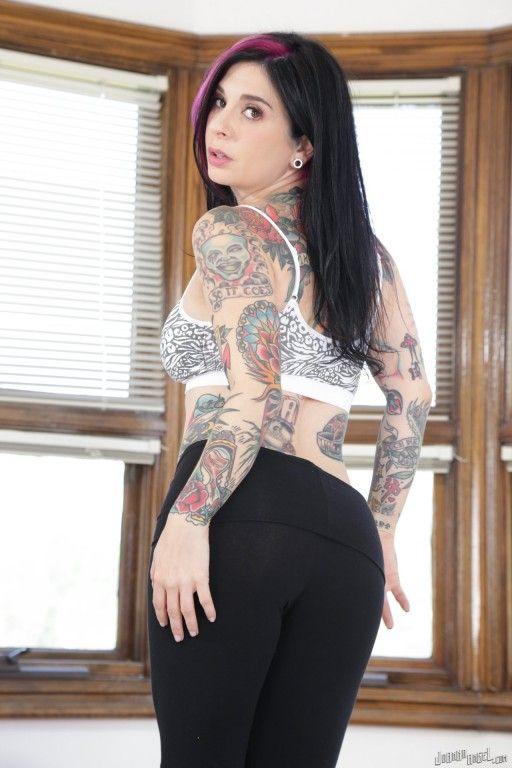 coroa gostosa tatuada fica pelada em fotos c8e69f190b3e1db9c6bdde0c5b5e42de - Coroa gostosa tatuada fica pelada em fotos