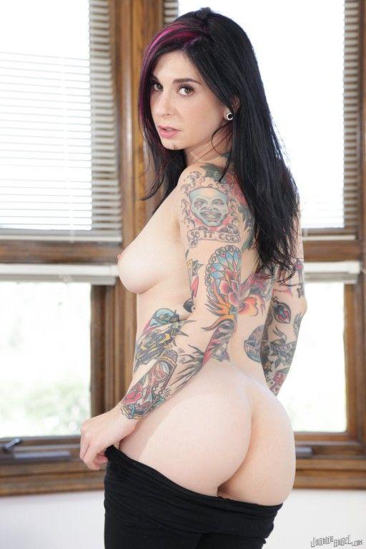 coroa gostosa tatuada fica pelada em fotos d4cd4f0a4156f9cd85e2b8e29c45abcf - Coroa gostosa tatuada fica pelada em fotos