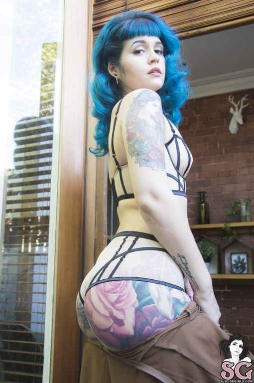 gostosa com o cabelo azul exibe corpo nu 9c65688c62e765b9b5085b414a527052 - Gostosa com o cabelo azul exibe corpo nu
