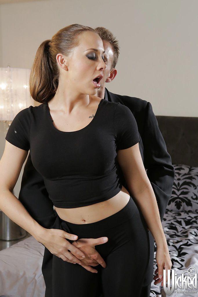 morena gringa mostra que gosta de porno 113a95fa401ddde31ab8ada80cc4d65a - Morena gringa mostra que gosta de pornô