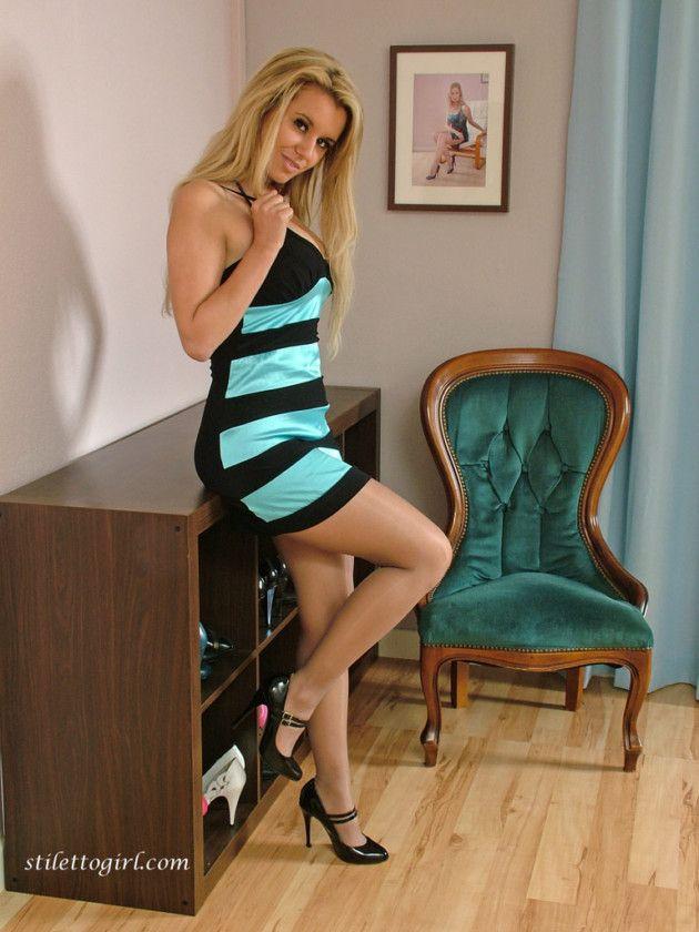 loira de vestido tirou fotos sensuais 0dae699eac78ffd7079bd55a76e2bccb - Loira de vestido tirou fotos sensuais