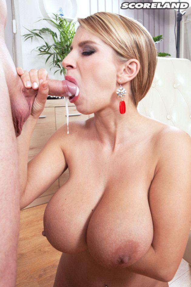 loira peituda fez porno com seu patrao safado e9bddda8dba86ebcf0dd9055f986bb12 - Loira peituda fez pornô com seu patrão safado