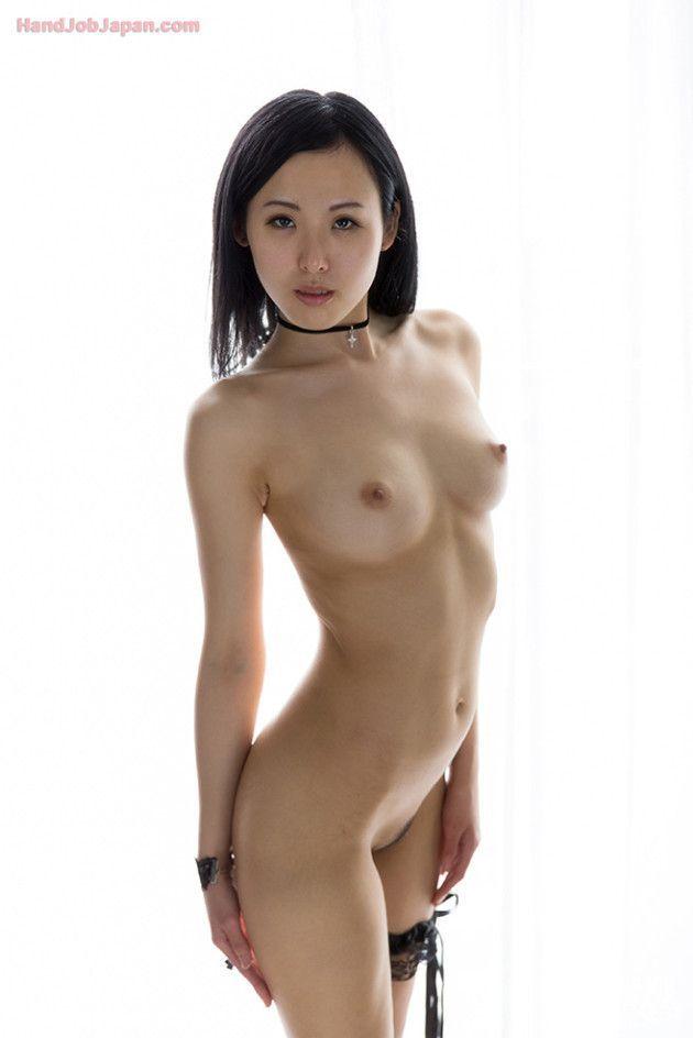 Japonesa Ninfeta Safada Sensualiza Pelada em Ensaio Sensual