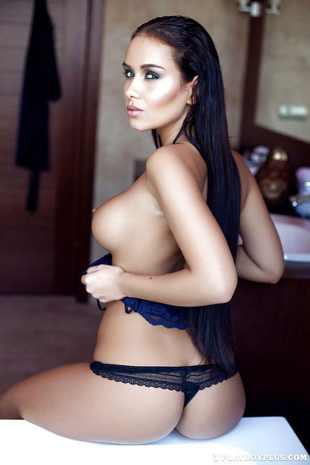 uma gata peituda exibe toda sua sensualidade nas fotos 7516f2146b5608e9dbdd024597364275 - Uma Gata Peituda Exibe Toda Sua Sensualidade nas Fotos