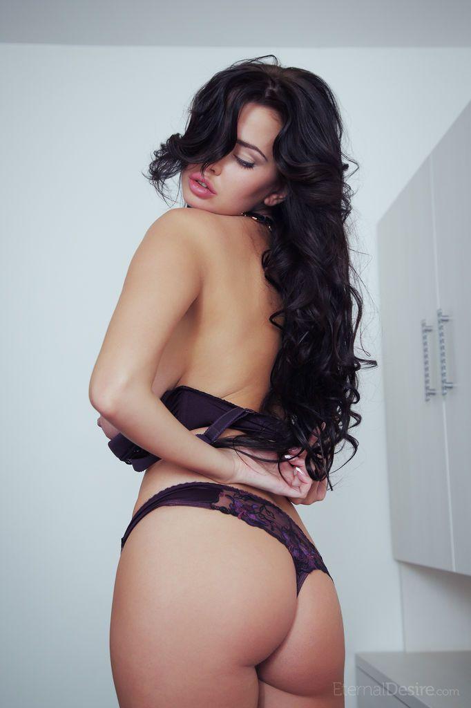 foto de mulher pelada toda nua exibindo os peitoes e a buceta lisinha 6 - Foto de mulher pelada toda nua exibindo os peitões e a buceta lisinha