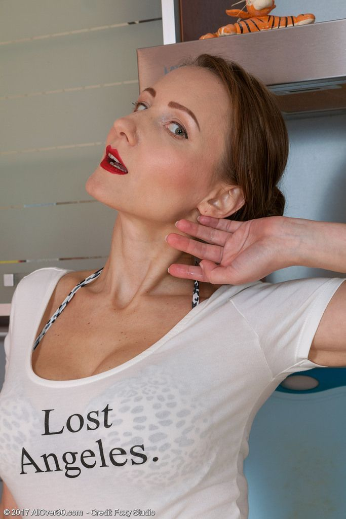 fotos pelada da dona de casa na cozinha 3 - Fotos pelada da Dona de casa na cozinha