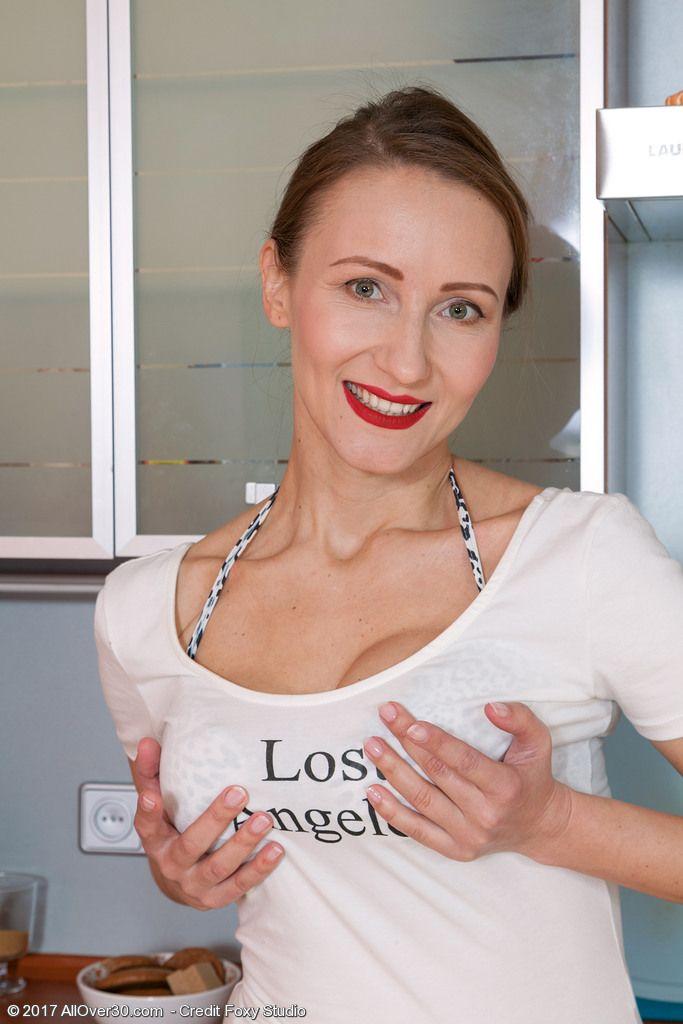 fotos pelada da dona de casa na cozinha 6 - Fotos pelada da Dona de casa na cozinha