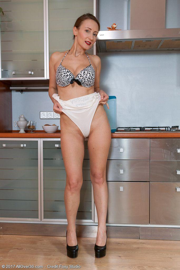 fotos pelada da dona de casa na cozinha 7 - Fotos pelada da Dona de casa na cozinha