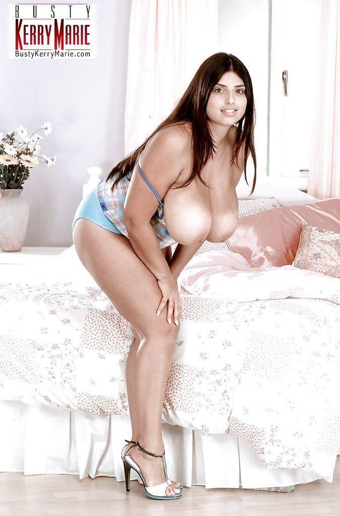 gordinha gostosa com bucetao carnudo e peitoes grandes em fotos eroticas tirando a roupa 3 - Gordinha gostosa com bucetão carnudo e peitões grandes em fotos eróticas tirando a roupa