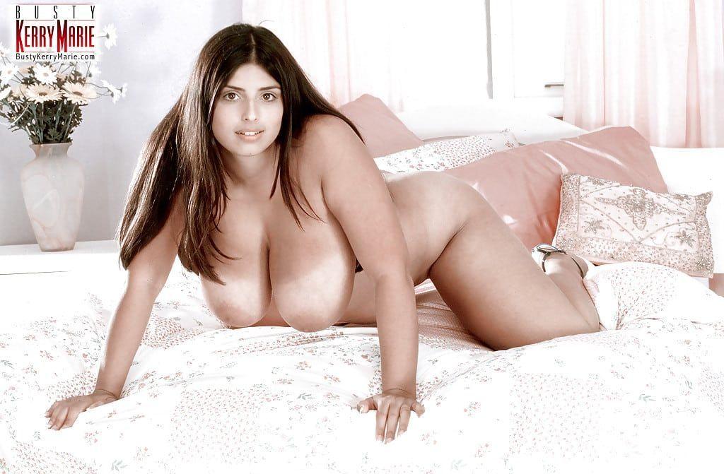 gordinha gostosa com bucetao carnudo e peitoes grandes em fotos eroticas tirando a roupa 8 - Gordinha gostosa com bucetão carnudo e peitões grandes em fotos eróticas tirando a roupa