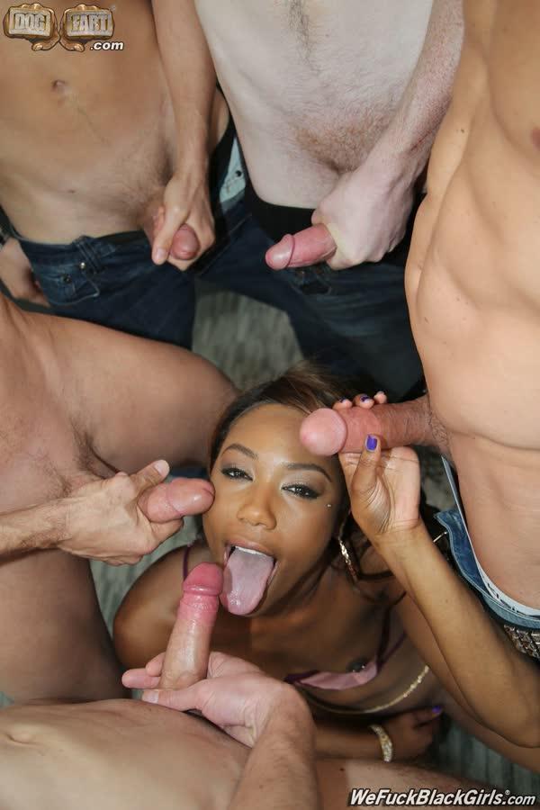 mulher negra pelada em fotos excitantes chupando fodendo e tomando gozadas 13 - Mulher negra pelada em fotos excitantes chupando fodendo e tomando gozadas