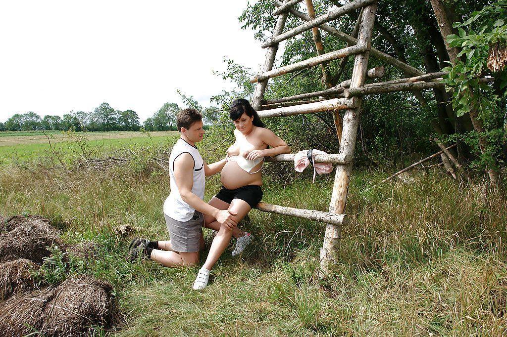 fotos de mulher gravida fudendo pelada dando seu bucetao lisinho 2 - Fotos de mulher grávida fudendo pelada dando seu bucetão lisinho