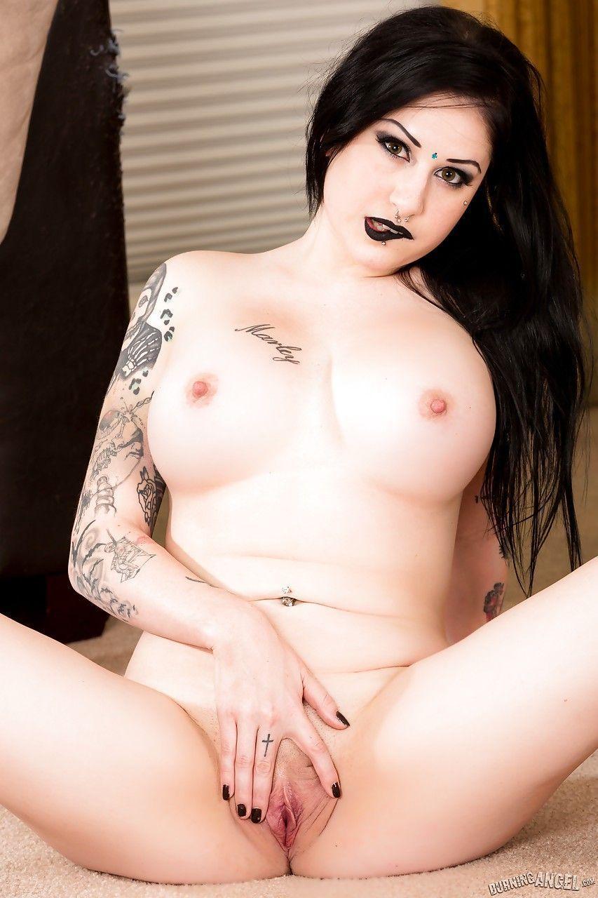fotos de mulher pelada gotica toda branquinha e cheia de tatuagens 14 - Fotos de mulher pelada gótica toda branquinha e cheia de tatuagens