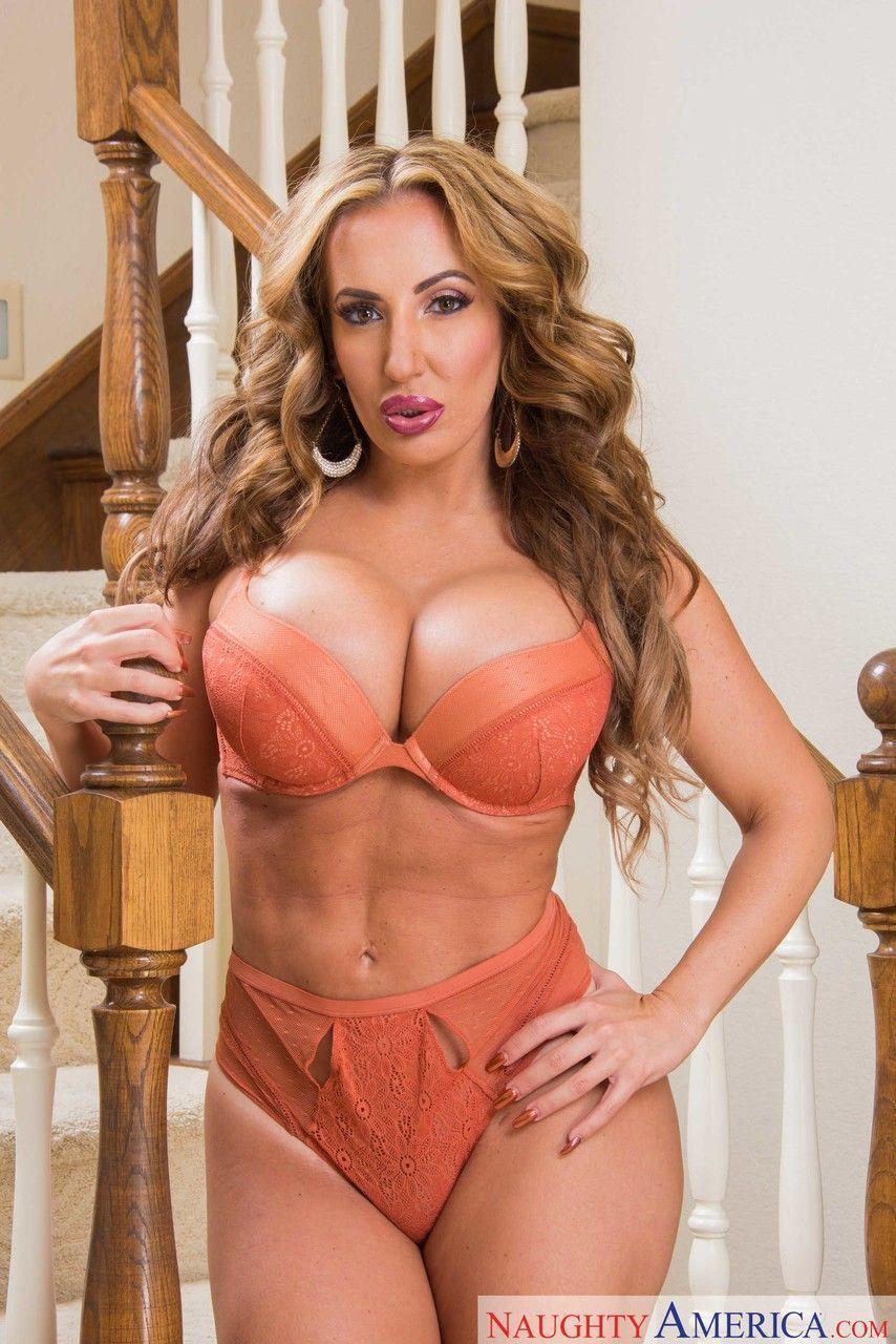 Fotos grátis de mulher madura gostosa pelada mostrando os peitões e a buceta