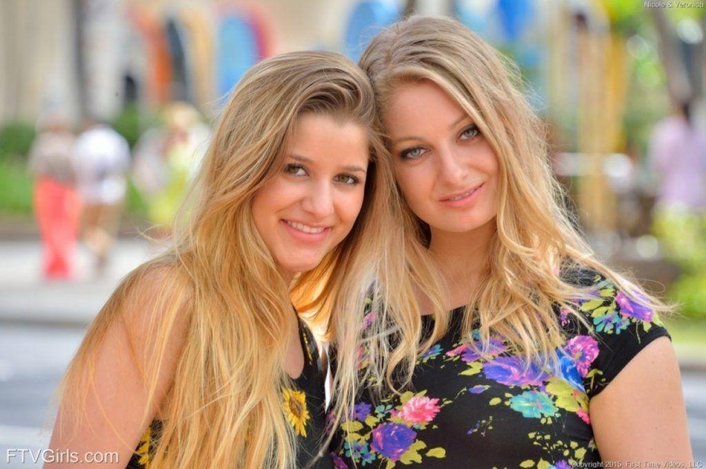 loiras lindas tirando fotos na rua 17 - Loiras Lindas Tirando Fotos na rua