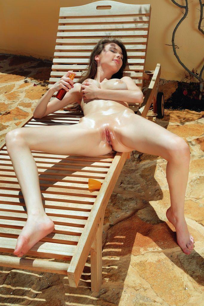 novinha posa para fotos eroticas completamente pelada mostrando a buceta 9 - Novinha posa para fotos eróticas completamente pelada mostrando a buceta