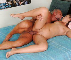 Fotos de incesto com tio comendo sobrinha até ela gozar gostoso
