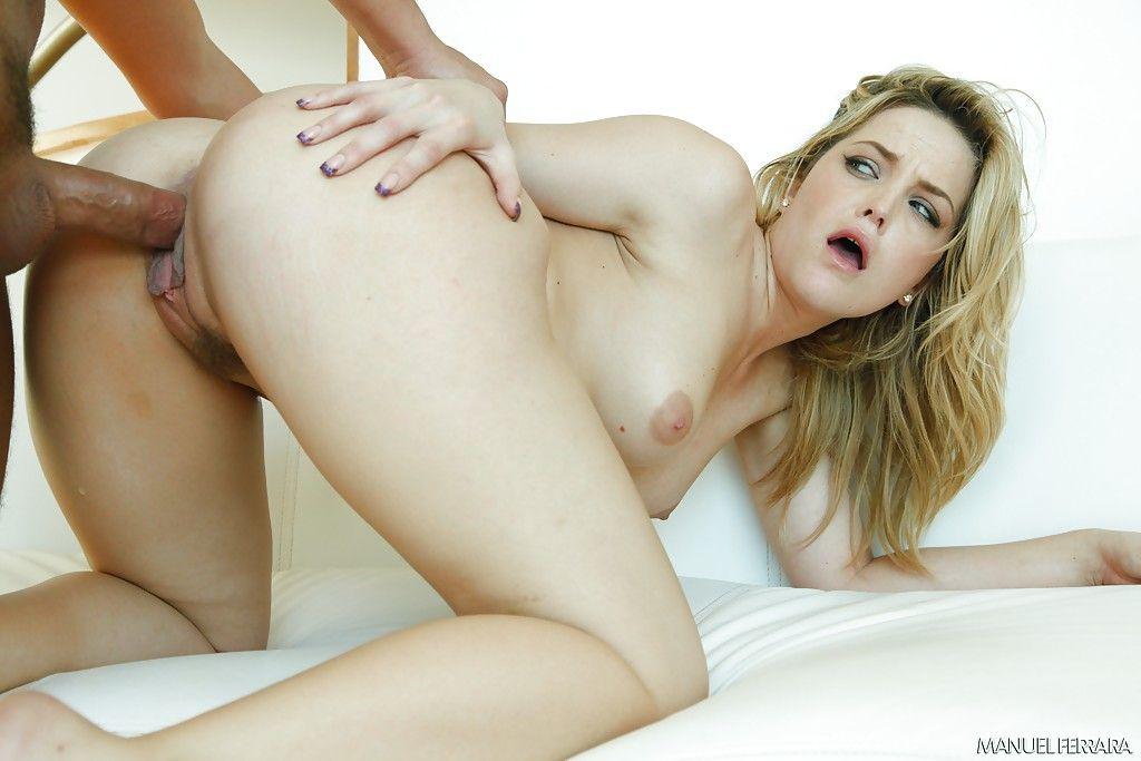 fotos eroticas de loira gostosa pelada com bunda grande dando a bucetinha 4 - Fotos eróticas de loira gostosa pelada com bunda grande dando a bucetinha