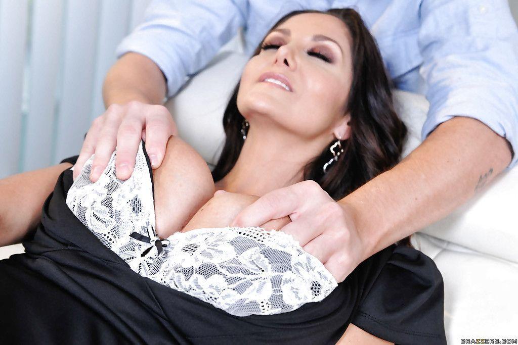 fotos gratis de uma cena de filme porn com peituda dando sua buceta gostosa 2 - Fotos grátis de uma cena de filme pornô com peituda dando sua buceta gostosa