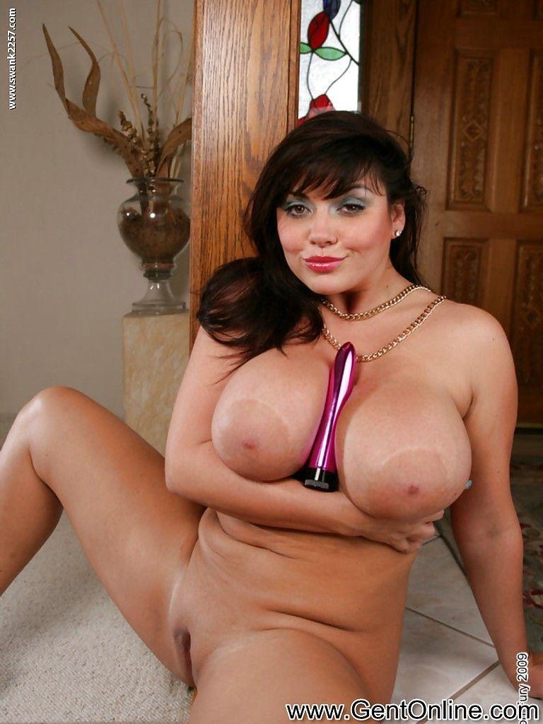Ver fotos grátis de mulher pelada com peitões grandes e buceta raspadinha