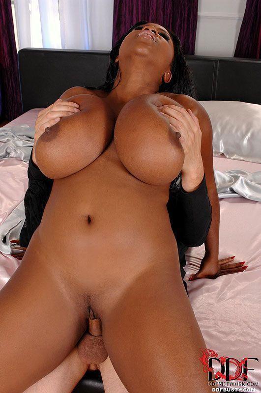 negra gordinha gostosa com peitoes enormes em fotos de sexo hd 15 - Negra gordinha gostosa com peitões enormes em fotos de sexo HD
