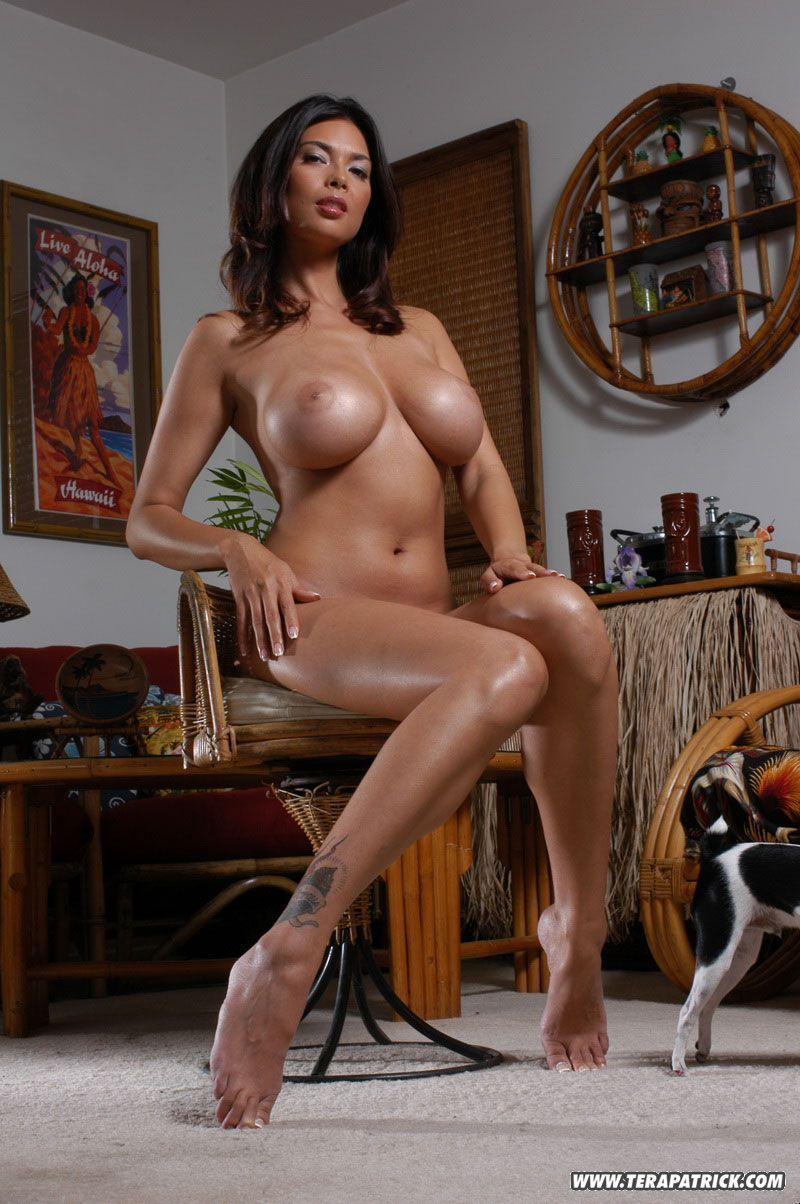 peituda sexy se exibindo toda arreganhada para fotos eroticas 2 - Peituda sexy se exibindo toda arreganhada para fotos eróticas