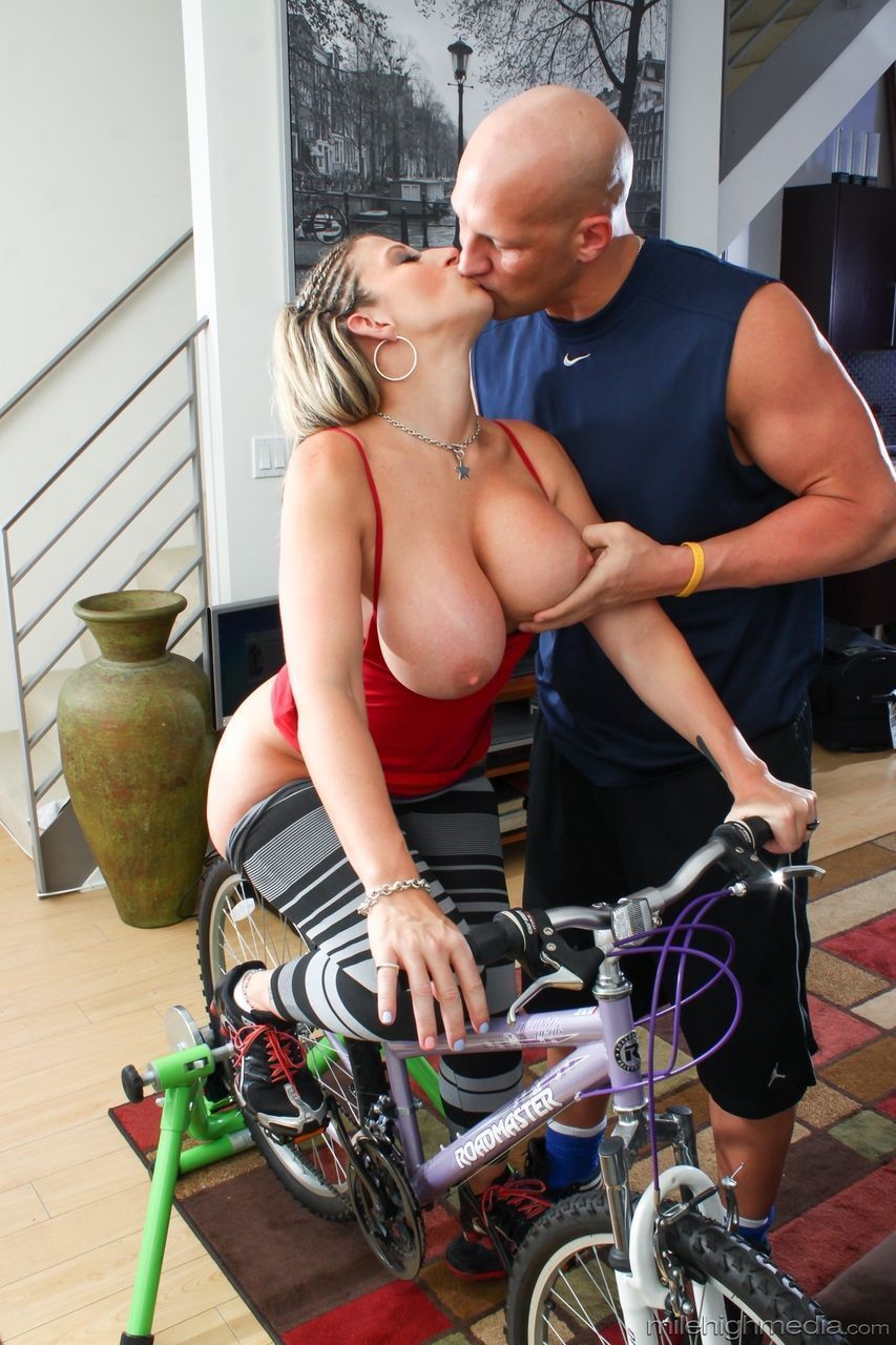 fotos de atriz porn peituda famosa fudendo muito 4 - Fotos de atriz pornô peituda famosa fudendo muito