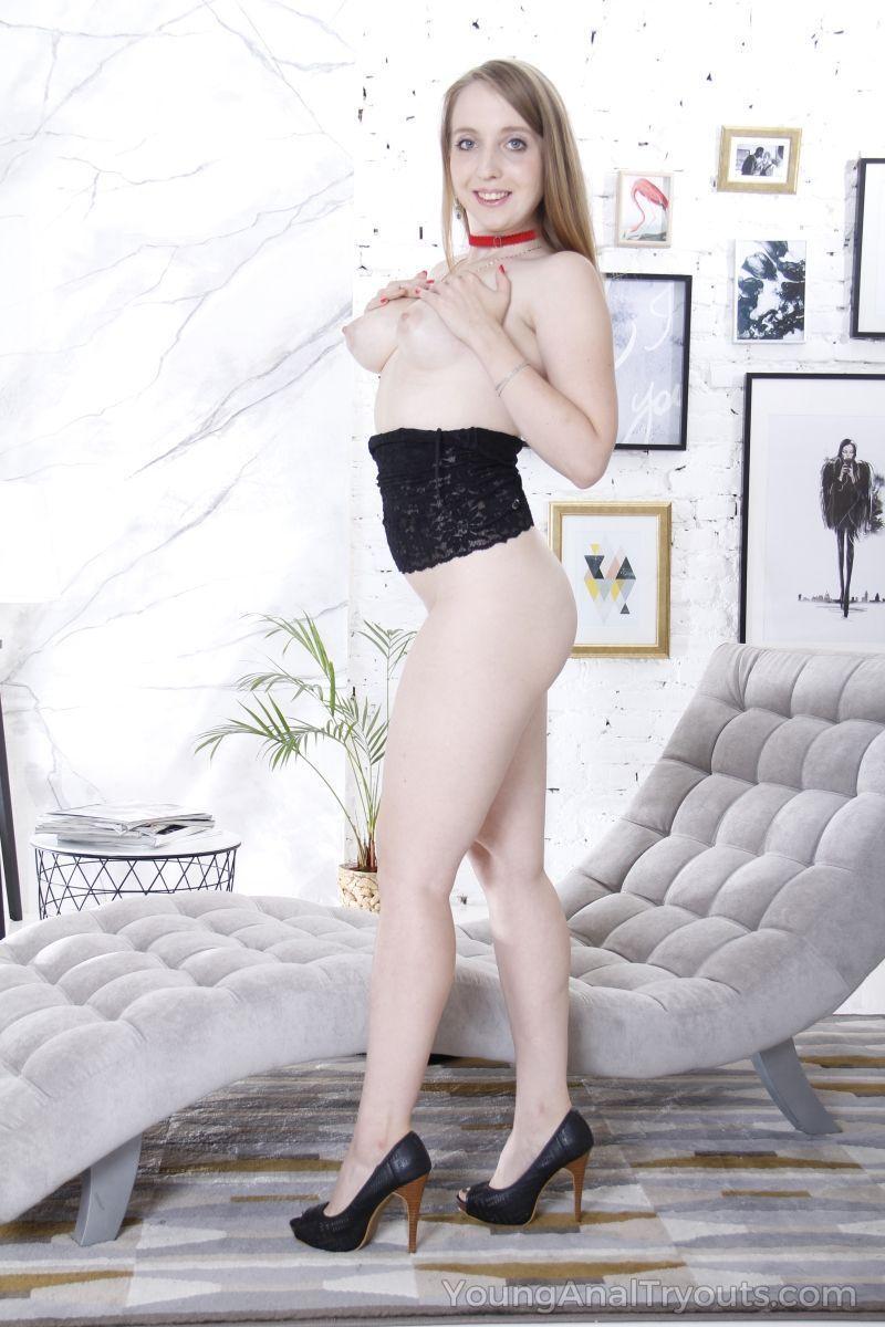 fotos de branquinha sexy com carinha de puta dando o cu 7 - Fotos de branquinha sexy com carinha de puta dando o cu