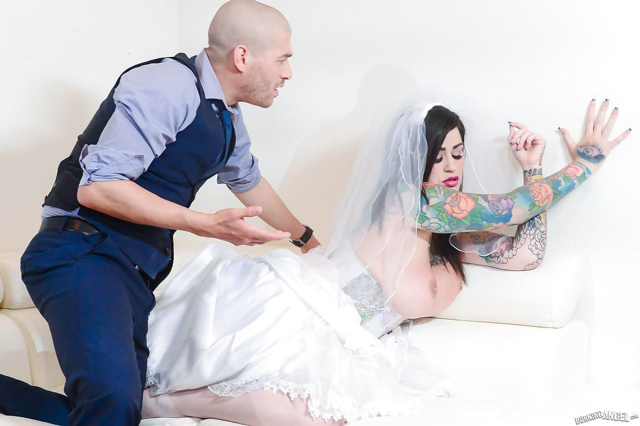 fotos de noiva exotica tatuada com tetas grandes fudendo 2 - Fotos de noiva exótica tatuada com tetas grandes fudendo