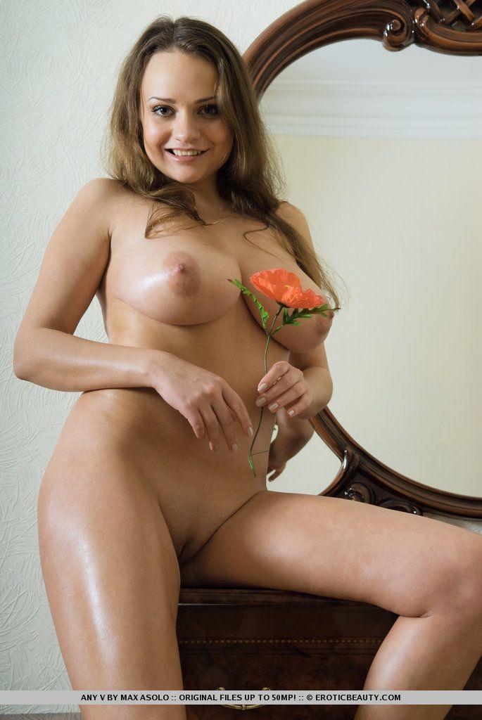 fotos picantes de peitos grandes e buceta lisinha gostosa 12 - Fotos picantes de peitos grandes e buceta lisinha gostosa