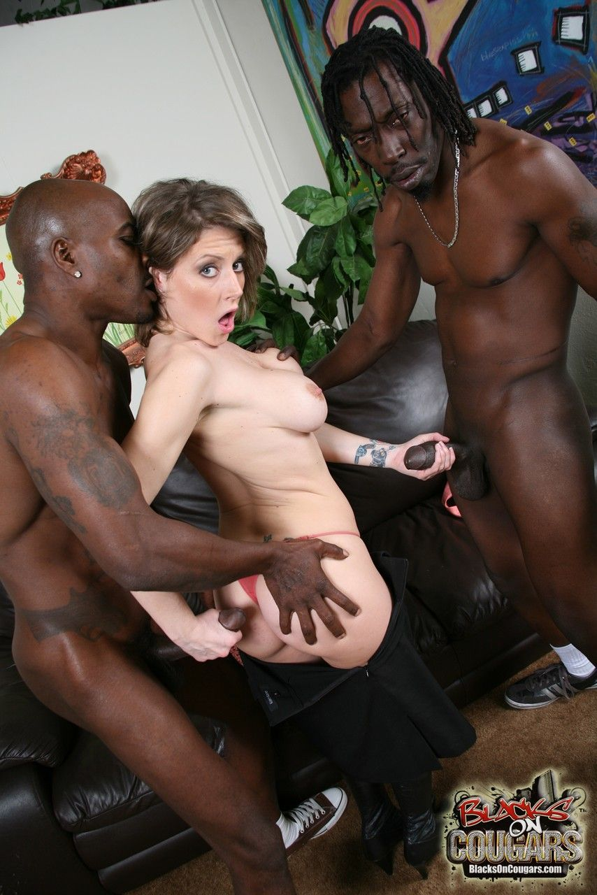 mulher casada realiza fetiche de fazer ensaio sensual com negoes 7 - Mulher casada realiza fetiche de fazer ensaio sensual com negões