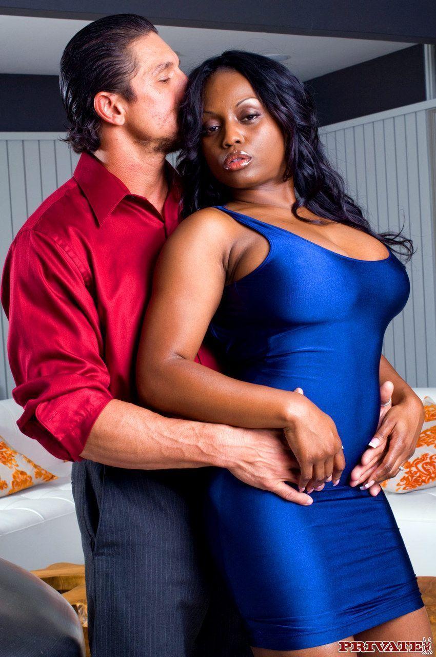 mulher negra peituda com buceta gostosa fodendo em fotos de sexo 1 - Mulher negra peituda com buceta gostosa fodendo em fotos de sexo