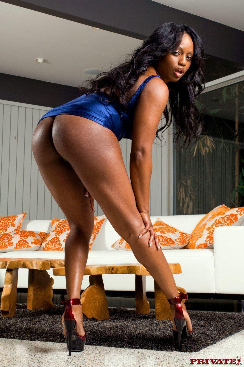 mulher negra peituda com buceta gostosa fodendo em fotos de sexo 4 - Mulher negra peituda com buceta gostosa fodendo em fotos de sexo