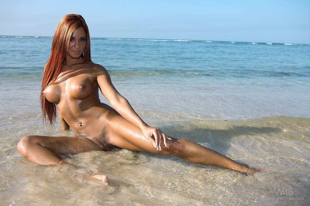 mulher nua pelada na praia em fotos eroticas 2 - Mulher nua pelada na praia em fotos eróticas