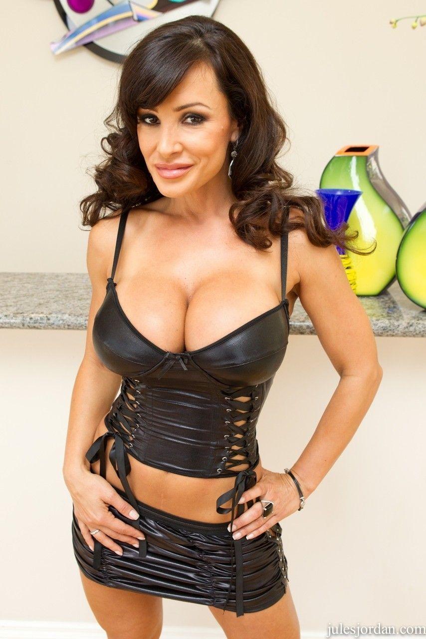 Fotos de atriz pornô peituda com buceta gostosa fazendo sexo anal