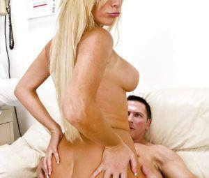 Fotos eróticas paciente safada e gostosa dando pro médico