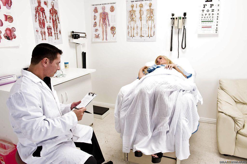 fotos eroticas paciente safada e gostosa dando pro medico 2 - Fotos eróticas paciente safada e gostosa dando pro médico