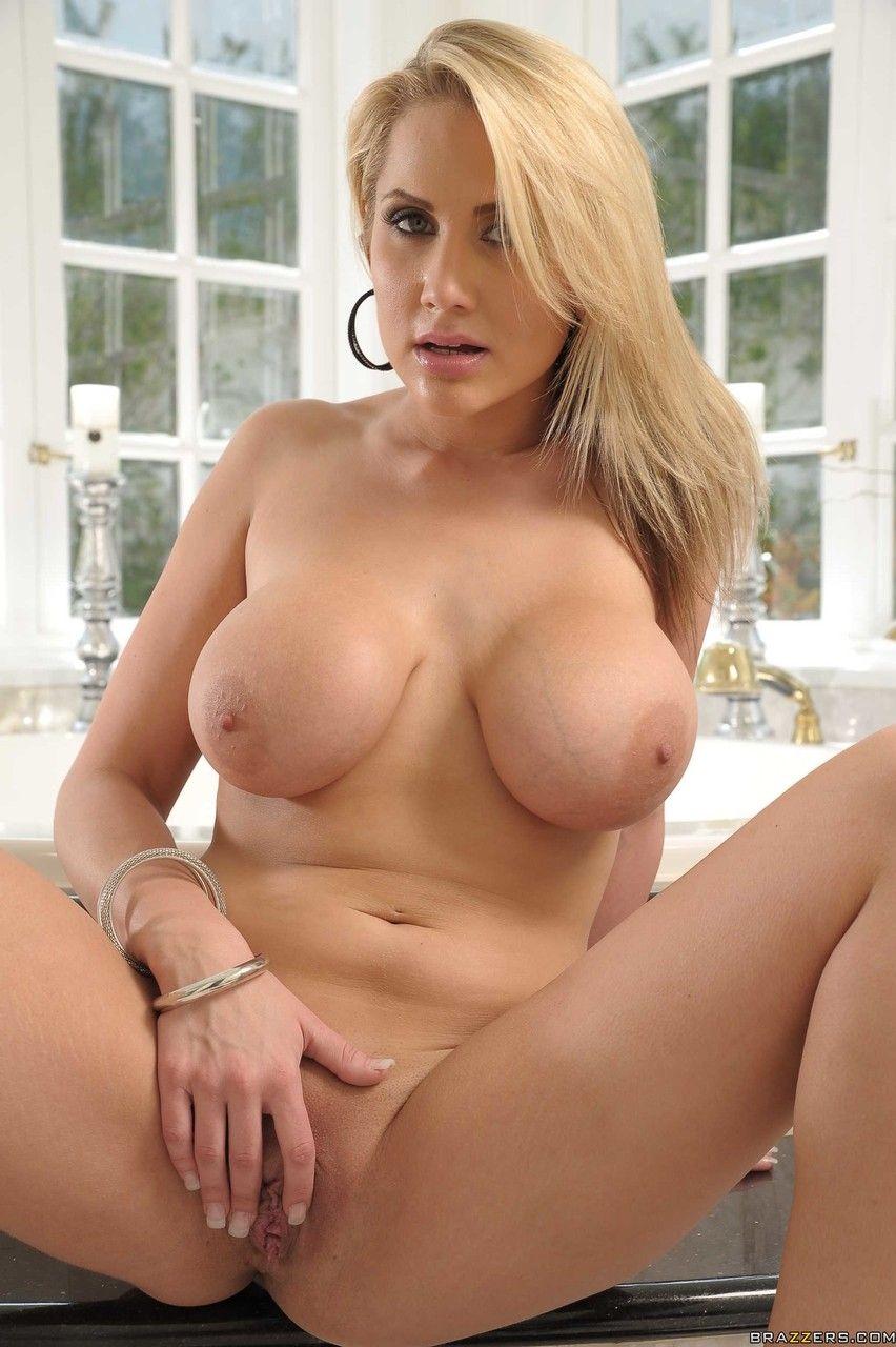 fotos sensuais hd com loira fazendo striptease mostrando os peitoes 20 - Fotos sensuais HD com loira fazendo striptease mostrando os peitões