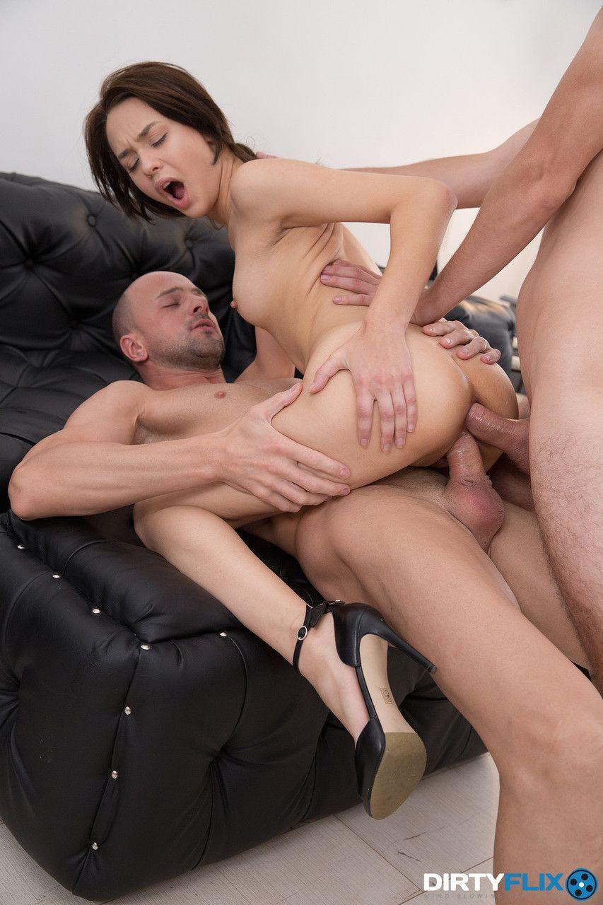 Fotos pornô doido novinha magra fazendo dupla penetração