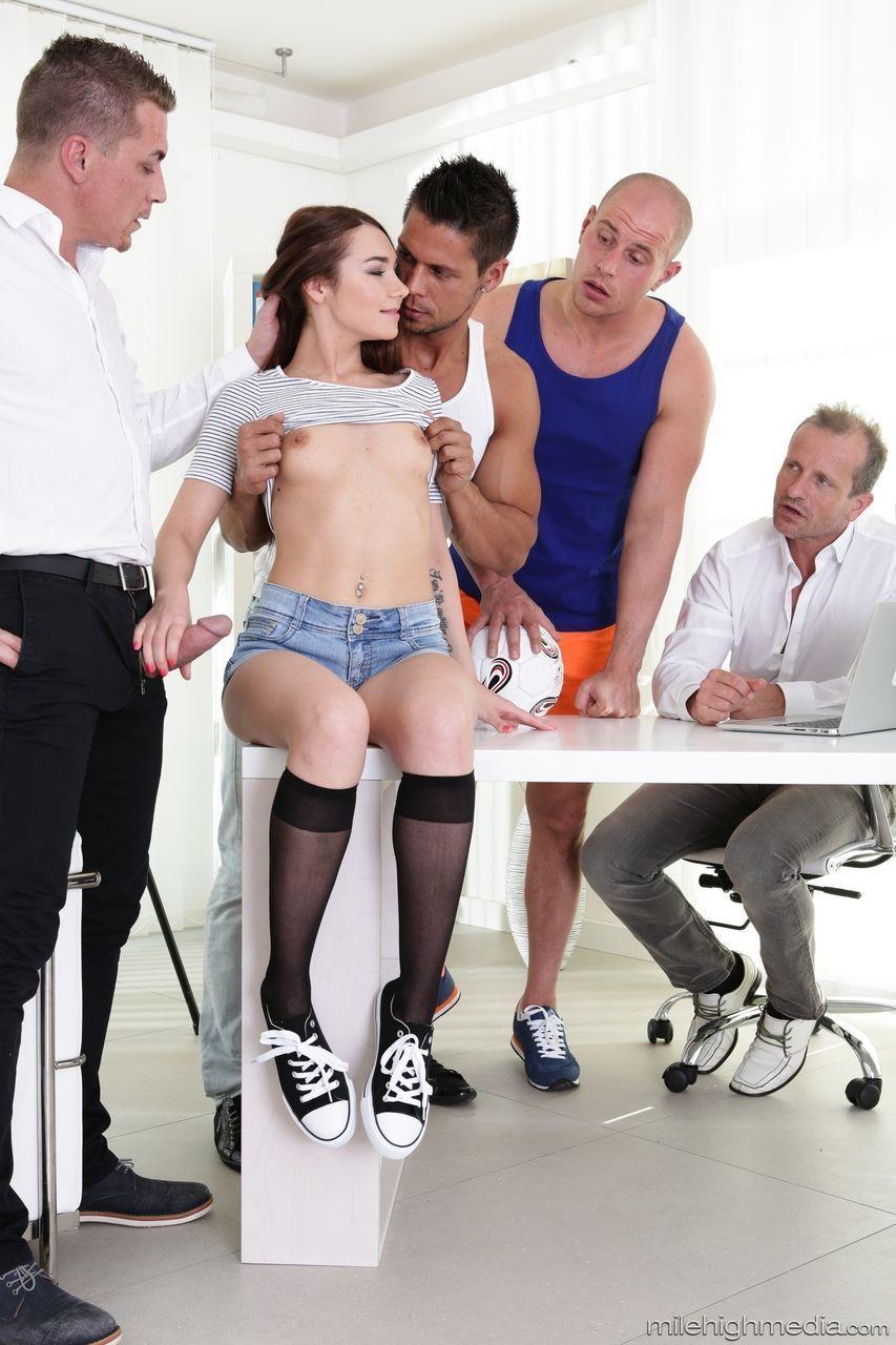 super fotos porn doido com novinha fazendo gangabang 3 - Super fotos pornô doido com novinha fazendo gangabang