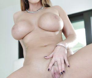 Beeg mulher pelada gostosa mostrando os peitões