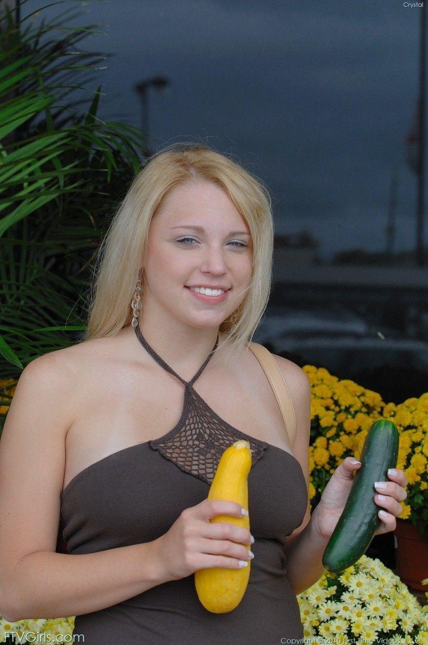 loira peituda gostosa toda pelada em fotos de masturbacao 1 - Loira peituda gostosa toda pelada em fotos de masturbação