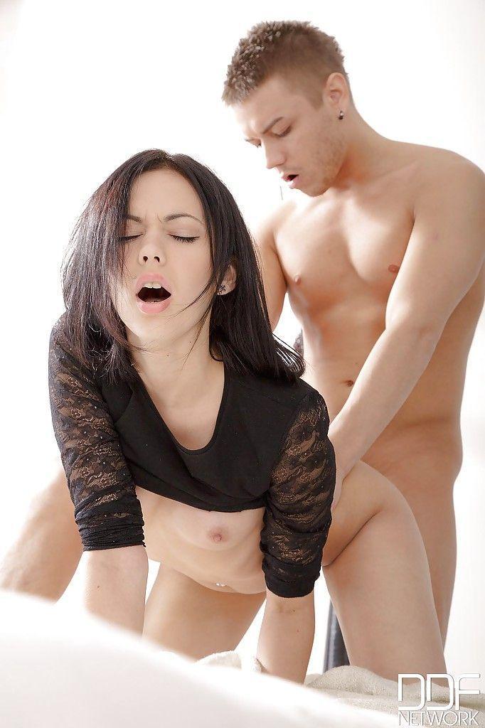 magrinha branquinha em fotos de sexo anal com gozada 14 - Magrinha branquinha em fotos de sexo anal com gozada