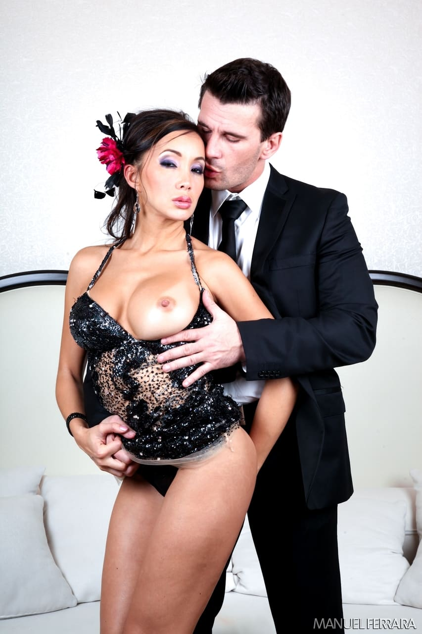 asiatica charmosa com buceta linda fazendo anal em fotos de sexo 1 - Asiática charmosa com buceta linda fazendo anal em fotos de sexo